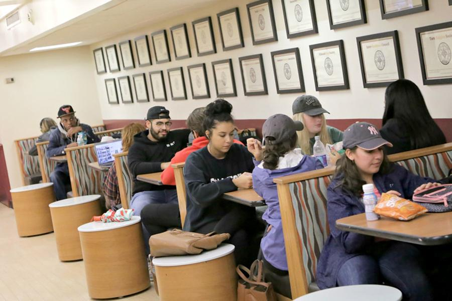 Students sit in booths eating food in Vitanza Commons.