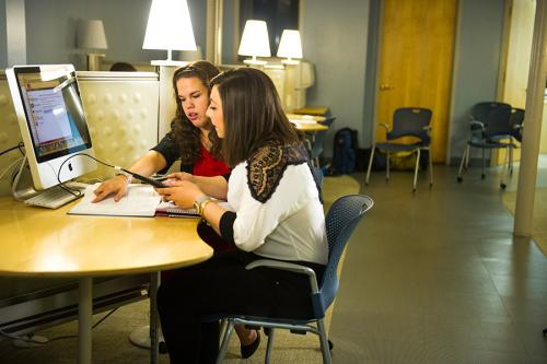 A student receives help from a tutor in the Rudin Center.